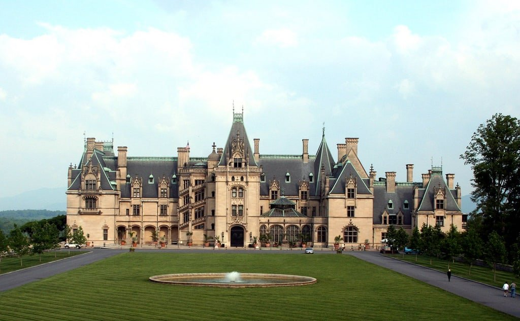 Top Elegant Castle and Mansion Wedding Venues in the U.S.