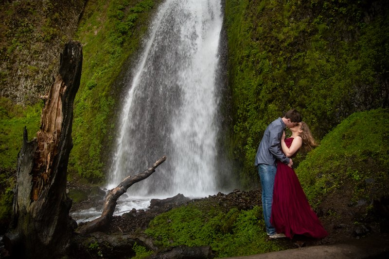 waterfall elopement oregon photographer