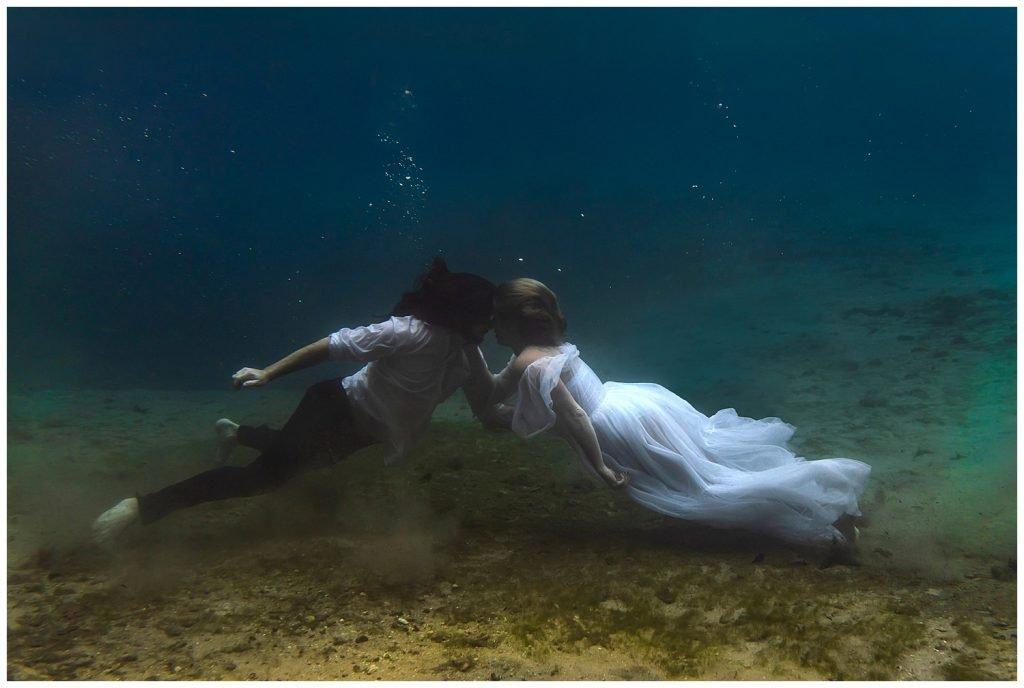 underwater elopement photographer